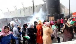 خلال اطلاق قوات الاحتلال قنابل الغاز