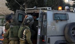 اعتقالات بالضفة المحتلة تطال مخيّمي قلنديا وعسكر.. وإغلاق منزل أسير بالاسمنت