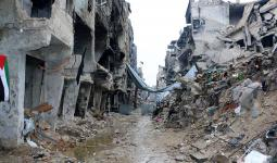 مخيّم اليرموك: قضاء لاجئ مدني كان يحتمي بأحد الأقبية وتواصل القصف على المخيّم