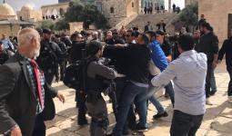 الصورة من اعتداءات الاحتلال صباح اليوم على الفلسطينيين في المسجد الأقصى بالقدس المحتلة