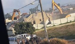 الاحتلال يهدم منزلين في قلنسوة المحتلة وعشرات المنازل مُهددة