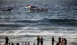بحريّة الاحتلال تُهاجم قوارب المسير البحري السادس في غزة