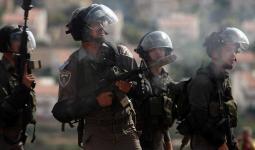 اعتقالات في الضفة المحتلة وإطلاق نار على فلسطيني داخل منزله
