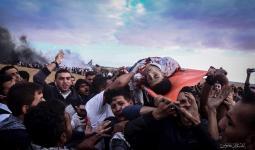 لحظة نقل الشهيد أحمد سعيد أبو لبدة الذي أصيب برصاص الاحتلال شرقي خانيونس اليوم
