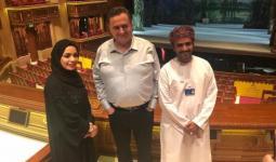 وزير عُماني يُبرّر زيارة وزير صهيوني لعُمان.. والأخير يتحدّث عن شراكات ثنائيّة