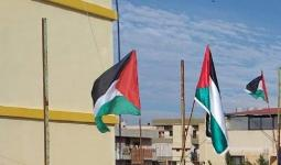 أهالي مُخيّم نهر البارد يُشاركون في حملة رفع العلم الفلسطيني