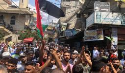 يوم غضب فلسطيني في المُخيّمات رغم دعوات الأحمد للتهدئة، والرشق إلى لبنان لبحث التداعيات