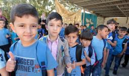 قرابة نصف مليون طالب فلسطيني يتوجّهون إلى مدارس