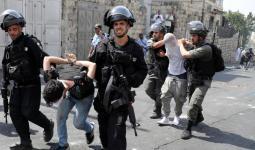 حملة اعتقالات شنّها الاحتلال في الضفة المُحتلّة طالت مُخيّمي قلنديا والعزة