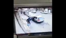 من التسجيل المصور الذي يُوثّق إطلاق شرطة الاحتلال النار على فلسطيني