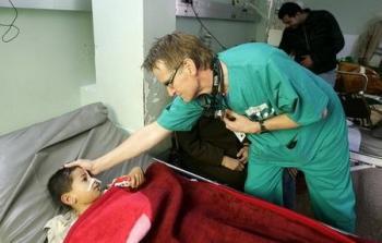 الطبيب النرويجي جيلبرت شاهداً على الجرائم الصهيونية بحق الفلسطينيين
