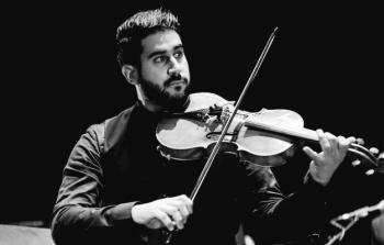 فنان فلسطيني يسعى للعالمية من خلال موسيقى الجاز الغجرية