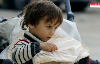 بالصور: بعد 60 يوم من الانقطاع.. الخبز يعود لأهالي مخيم اليرموك