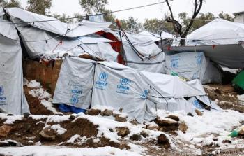 طالبو اللجوء العالقون في جزر اليونان يكابدون معاناة مضاعفة بسبب البرد