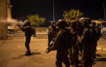 اقتحامات بالضفة المحتلة واعتقالات وإصابة خطرة في مخيم الدهيشة