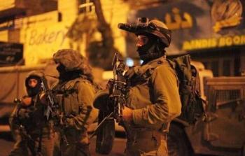 الاحتلال ينفذ حملة اقتحامات واعتقالات بالضفة المحتلة