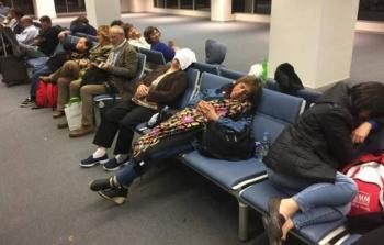فلسطينيون عالقون بمطار القاهرة يطالبون بحل أزمتهم
