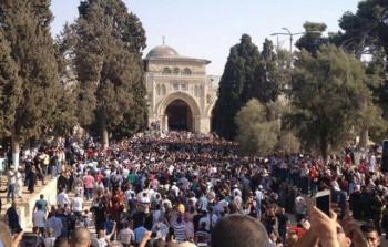 الفلسطينيون يدخلون الأقصى بالآلاف والتصعيد سيد الموقف