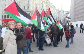 الصورة خلال الوقفة الاحتجاجية على سياسة الأبارتهايد