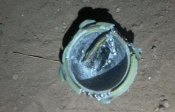من آثار القنبلة العنقودية التي سقطت على منازل المدنيين
