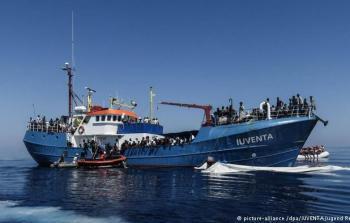 صورة أرشيفية لسفينة تحمل مهاجرين في سواحل البحر المتوسط