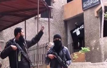 صورة أرشيفية لعناصر من داعش في مخيم اليرموك
