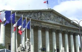 فرنسا تُعرب عن أسفها للقرار الأمريكي بشأن دعم