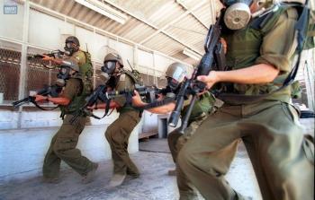 تصعيد خطير في سجون الاحتلال.. عمليات نقل وإصابة أسرى