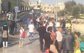 الاحتلال يلاحق أحد الشبان في منطقة باب العامود بالقدس المحتلة