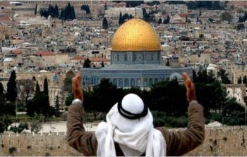 الآلاف يرفعون الأذان في القدس المحتلة ومسيرة في مخيّم النصيرات رفضاً لقرار منع الأذان