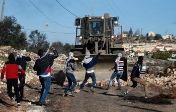 اندلاع مواجهات في مناطق متفرقة بالضفة المحتلة وقوات الاحتلال تقمع المسيرات الأسبوعية