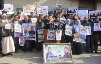 أهالي الأسرى الفلسطينيين في سجون الاحتلال ينفذون اعتصاما  في قطاع غزّة