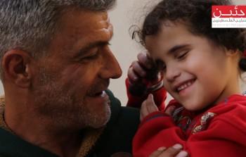 اللاجئ أيمن عيسى وطفلته فاطمة