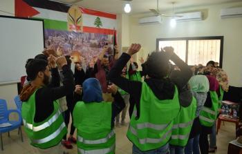 متطوعو جمعية أنيرا خلال إحدى النشاطات التي تخللت ورشة العمل