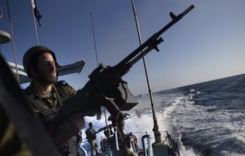 بحريّة الاحتلال تعتقل صيّادين من بحر شمالي غزة
