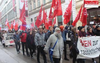 جانب من المظاهرة التي جالت في شوارع النمسا ضد العنصرية