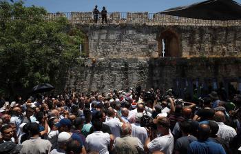 تصعيد شعبي في القدس المحتلة رفضاً للبوّابات الإلكترونية على أبواب الأقصى