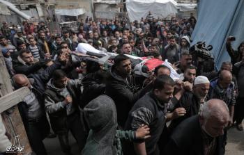 الفلسطينيّون يُشيّعون جثامين شهداء يوم الأرض في قطاع غزة