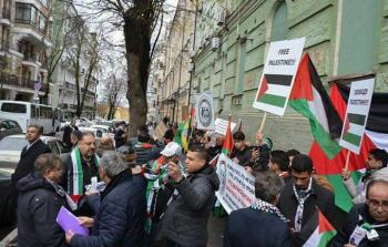 المئات يحتجّون أمام السفارة البريطانية في أوكرانيا في ذكرى الوعد المشؤوم