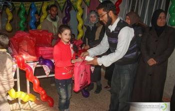 خلال توزيع الجوائز على الطلاب