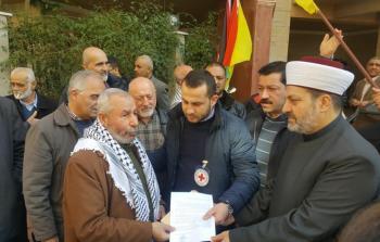 خلال تسليم مذكرة إحتجاجية إلى ممثل الصليب الأحمر الدولي محمد المدني