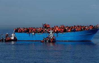 صورة أرشيفية خلال عملية انقاذ اللاجئين