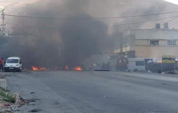 أزمة مخيّم بلاطة تعود للواجهة.. أهالي المخيّم يُغلقون الشوارع