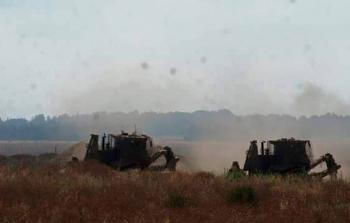 توغّل شرقي دير البلح واستهداف مركب صيد في خانيونس