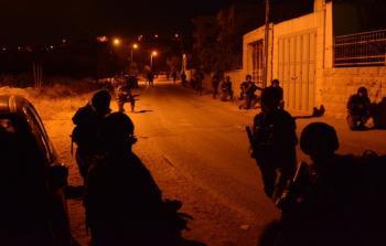 مواجهات واعتقال (4) قاصرين في مُخيّم بلاطة شرقي نابلس المحتلة