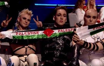 هاتاري يرفعون اعلام فلسطين خلال اليوروفيجن