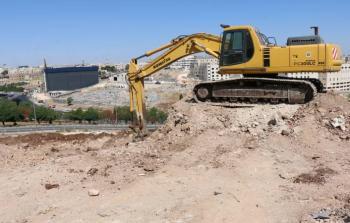 تعمل جرافة في موقع بناء المركز الصحي الجديد للأونروا في منطقة الزهور (بالقرب من عمان) - الحقوق محفوظة للأونروا ، 2019. تصوير دانية البطاينة.