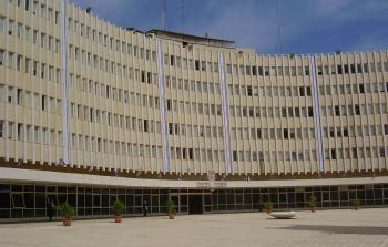 (مبنى ما تسمى