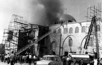 خمسون عاماً على جريمة إحراق المسجد الأقصى.. تصاعد المخاطر واهتراء المواقف