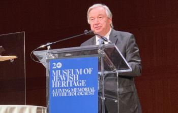 أنطونيو غوتيريش يلقي كلمة في متحف التراث اليهودي بنيويورك.